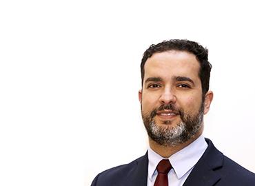 Professor da Pós-graduação em Direito do UniCEUB, Advogado da União - Advocacia Geral da União. Exerce a função de Procurador-Chefe da Procuradoria Federal Especializada da FUNAI e Professor Adjunto do Centro Universitário de Brasília(UniCEUB). Tem experiência na área de Direito, com ênfase em Direito Público. Possui Graduação em Direito pela Pontifícia Universidade Católica de Minas Gerais (2000), Mestrado em Direito pelo Centro Universitário de Brasília (2007), LLM in US Law - Washington University Schoool of Law (Mestrado Stricto Sensu) pela Washington University in St. Louis, Missouri, USA (2016). Doutorando em Direito (UFMG).