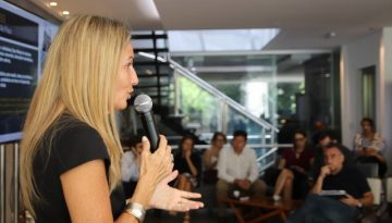 Angélica-Valenzuela-fala-durante-o-evento.-Foto-Danielle-Feltrin-3.