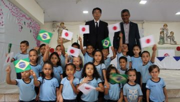 Embaixador Yamada e crianças 2