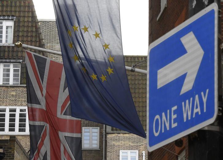 El acuerdo comercial pos-Brexit podría tardar 10 años, según el embajador británico ante la UE