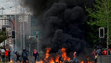 Manifestantes protestam em Concepción contra alta do preço dos transportes no Chile