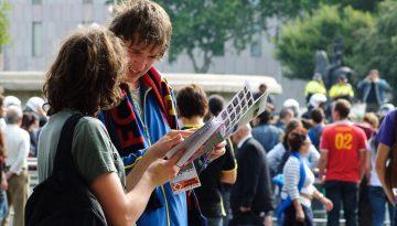 Y mientras tanto los turistas compraban bufandas del Barça