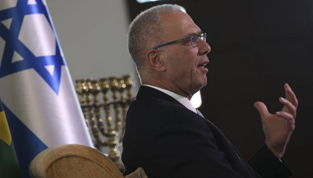 O embaixador de Israel, Yossi Shelley, concede entrevista à Agência Brasil